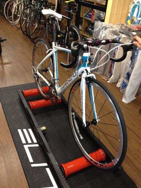自転車の 自転車 室内 ローラー : 今回ご紹介したローラー台と下 ...