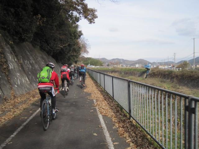 加古川右岸自転車道路から平荘 ...