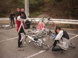 菖蒲谷駐車場で休息するClimbライダー