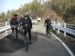 来島海峡大橋に向かう参加者