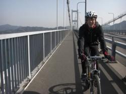 最高の天気に恵まれた来島海峡大橋にてD-さく